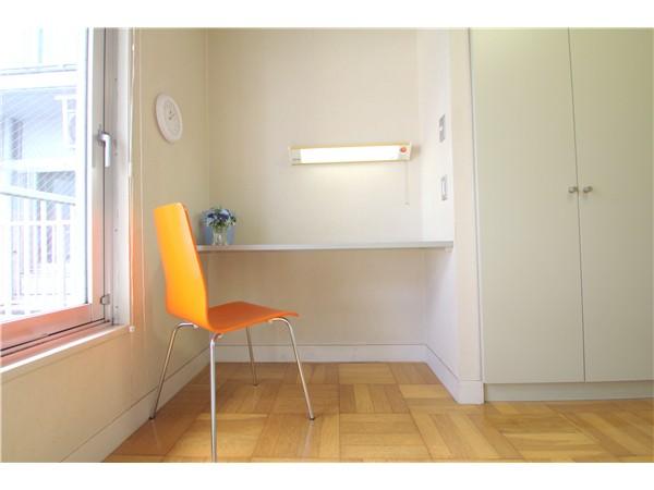 西川口 机と椅子